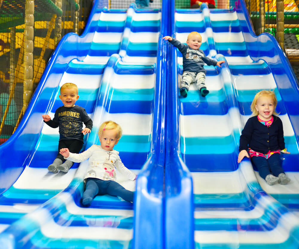 Atrakce Jump and Kids arény Tábor 4proudá skluzavka